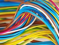 cavi elettrici un fondo Fotografia Stock Libera da Diritti