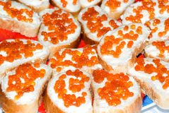 Caviale dei salmoni rossi e del pane Immagini Stock Libere da Diritti