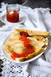 Caviale rosso con i pancake Immagine Stock Libera da Diritti