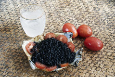 Caviar e vodca pretos Fotografia de Stock