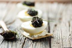 Caviar en los huevos Imagen de archivo