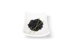 Caviar noir à l'oignon de source Photographie stock libre de droits