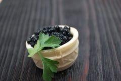 Caviar noir et rouge pour des invités et des amis Photographie stock