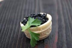 Caviar noir et rouge pour des invités et des amis Photographie stock libre de droits