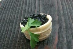 Caviar noir et rouge pour des invités et des amis Photos libres de droits