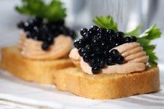 Caviar, pâté et vodka noirs Photographie stock libre de droits