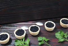Caviar preto e vermelho para convidados e amigos Imagem de Stock Royalty Free
