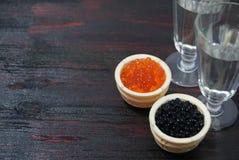 Caviar preto e vermelho para convidados e amigos Foto de Stock Royalty Free
