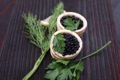 Caviar preto e vermelho para convidados e amigos Imagem de Stock