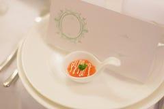Caviar rojo en cuchara Fotos de archivo