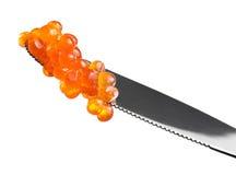 Caviar rouge dans le couteau images libres de droits