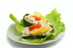 Caviar vermelho com abacate e salada Fotografia de Stock Royalty Free
