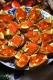 Caviar vermelho e forma de sustento vermelha dos peixes Imagem de Stock Royalty Free