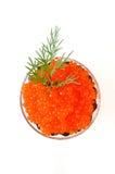 Caviar vermelho em um coração em um backgro branco imagens de stock royalty free