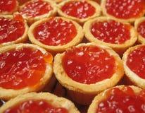 Caviar vermelho em um tartlet. Fotos de Stock