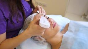 Cavitación del ultrasonido, limpiamiento de la piel de la cara almacen de video