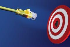 Cavo del Internet davanti al centro dell'obiettivo Fotografie Stock Libere da Diritti