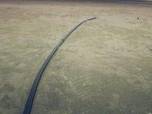 Cavo di vetro di fibra sulla spiaggia con l'ampio mare blu e bello Fotografia Stock