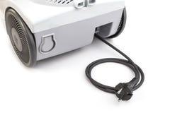 Cavo elettrico nero dal lato posteriore dell'aspirapolvere isolato sul whi Fotografie Stock