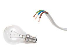 Cavo elettrico su priorità bassa bianca Fotografia Stock