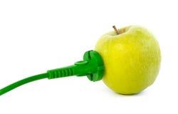 Cavo elettrico verde allegato allo sbocco della mela fotografia stock