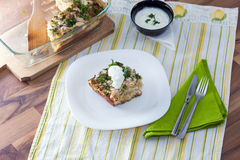 Cavolfiore al forno con le uova, il formaggio ed il prezzemolo Fotografie Stock Libere da Diritti