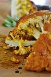 Cavolfiore indiano del curry con la salsa di menta Immagini Stock Libere da Diritti