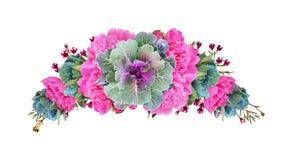 Cavoli ornamentali e fiori rosa della peonia in una disposizione floreale dell'arco fotografia stock
