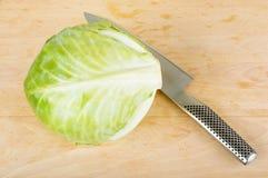 Cavolo e coltello Immagini Stock