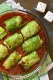 Cavolo farcito vegetariano al forno immagini stock