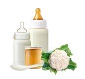 Cavolo fresco, bottiglie per il latte del bambino, barattolo del purè del bambino Fotografia Stock