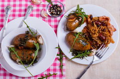 Cavolo stufato con le patate al forno Immagini Stock Libere da Diritti