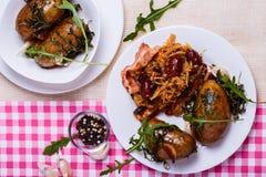 Cavolo stufato con le patate al forno Immagini Stock
