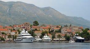 Cavtat hamn på den kroatiska kustlinjen Royaltyfria Foton