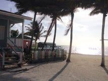Caye-Kalfatererhaus auf Strand Stockbild