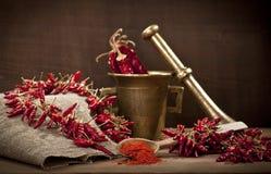 Cayenne młyn pieprz i zdjęcia royalty free