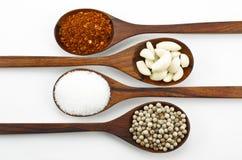 Cayennepeper, suiker, knoflook en peper. Royalty-vrije Stock Afbeeldingen