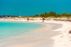 CAYO LARGO, CUBA - 8 DE MAYO DE 2017: Paraíso de Playa de la playa de Sandy Copie el espacio para el texto Foto de archivo