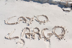 Cayo largo geschrieben auf den Sand Lizenzfreie Stockfotografie