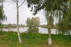 caza de casa en la isla, Berdichev, Solotvyn viejo Ucrania - paisaje natural Imagen de archivo libre de regalías
