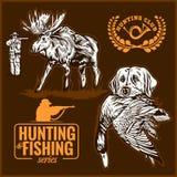 Caza de los alces, perro de caza del logotipo de la caza con un pato salvaje en sus dientes y elementos del diseño Fotografía de archivo libre de regalías
