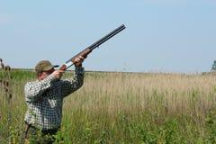 Caza del pato salvaje del cazador fotografía de archivo libre de regalías