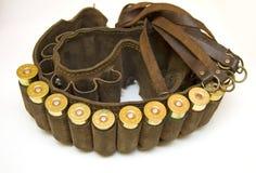 Cazador de la pistolera con los cartuchos de la escopeta Foto de archivo