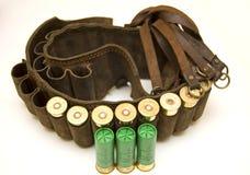 Cazador de la pistolera con los cartuchos de la escopeta Fotografía de archivo