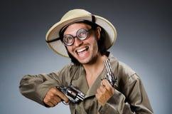 Cazador divertido del safari contra Fotografía de archivo libre de regalías