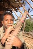 Cazador indonesio con un arma de la flecha de la Coca-Cola Fotos de archivo libres de regalías