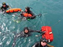 Cazadores subacuáticos en el mar Imagen de archivo libre de regalías
