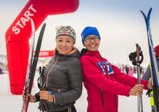 CAZAQUISTÃO, ALMATY - 25 DE FEVEREIRO DE 2018: Competições amadoras do esqui corta-mato do fest 2018 do esqui de ARBA participant Imagens de Stock