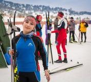 CAZAQUISTÃO, ALMATY - 25 DE FEVEREIRO DE 2018: Competições amadoras do esqui corta-mato do fest 2018 do esqui de ARBA participant Foto de Stock