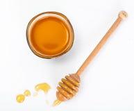 Cazo de la miel y fragante en un cuenco Fotografía de archivo
